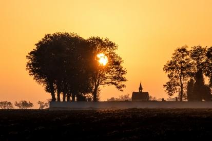 Obraz Východ slunce nad hřbitovem